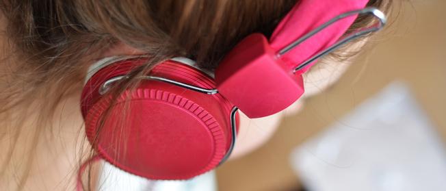 Som Alto nos Fones de Ouvido pode causar danos na Audição? - ABC Aprendizagem - Audiologia